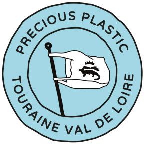 Divers bénévoles pouvant aider à la mise en route d'un projet coopératif pour transformer les déchets plastiques en objets durables